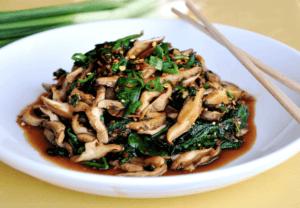 Vitaminas do complexo B : cogumelos com espinafre