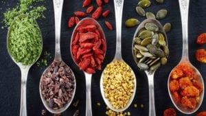 Descubra o que são superalimentos e como incluir na sua dieta
