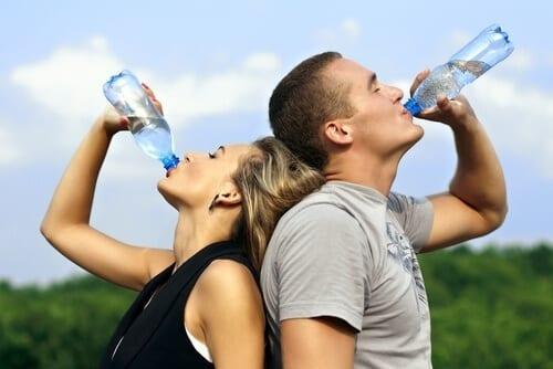 flora intestinal: beber água