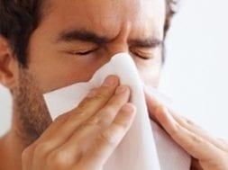 spirulina benefícios : pessoa resfriada