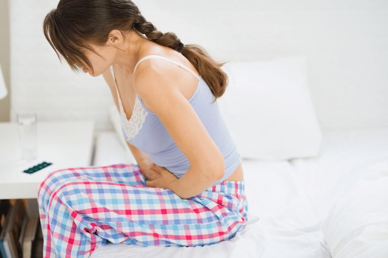 Saiba como aliviar cólicas menstruais