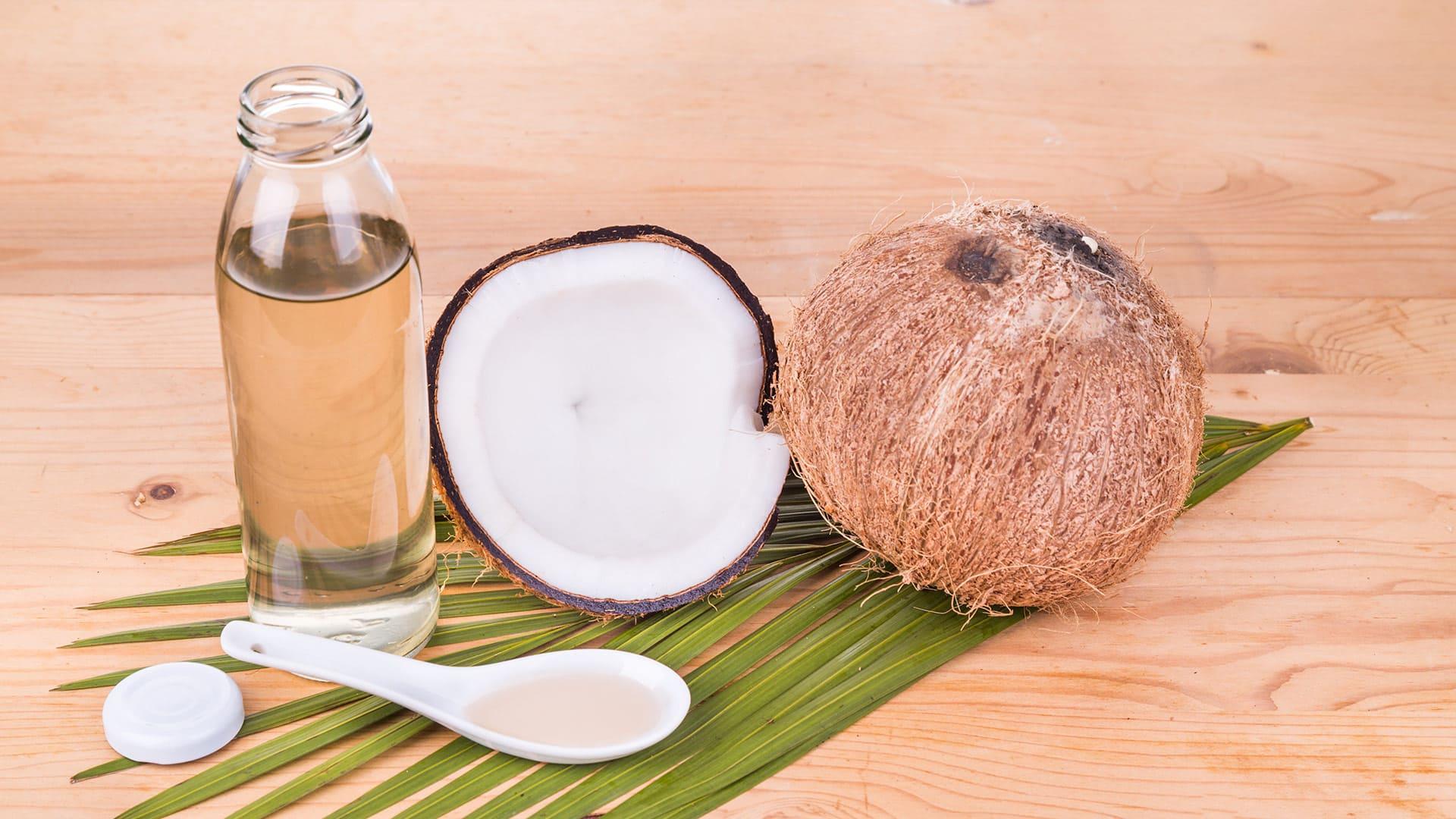Conheça as diferenças entre óleo de coco e óleo de MCT